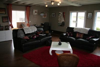 Vue: MORLAAS, A VENDRE maison 4 chambres de 158 m² avec piscine et dépendance, salon, MORLAAS, A VENDRE maison 4 chambres de 158 m² avec piscine et dépendance
