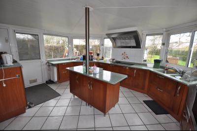 Vue: cuisine, EXCLUSIVITÉ SAUVAGNON maison plain pied 3/4 chambres avec 68 m² de séjour sur 1500 m² de terrain