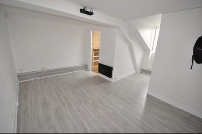 Vue: PAU HALLE, studio dernier étage - Séjour, EXCLUSIVITÉ PAU HALLE, A VENDRE Studio de 22 m² en dernier étage avec cave
