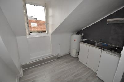 Vue: PAU HALLE, studio dernier étage -  Cuisine, EXCLUSIVITÉ PAU HALLE, A VENDRE Studio de 22 m² en dernier étage avec cave