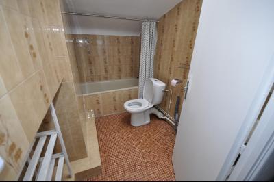 Vue: PAU HALLE, studio dernier étage -  SDB, EXCLUSIVITÉ PAU HALLE, A VENDRE Studio de 22 m² en dernier étage avec cave