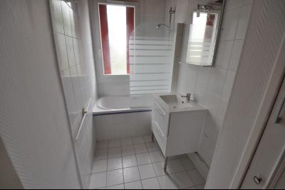 Vue: PAU CENTRE; a vendre T3 avec balcon, cave et parking - SDB, EXCLUSIVITÉ PAU CENTRE, A VENDRE appartement T3 avec balcon, cave et parking