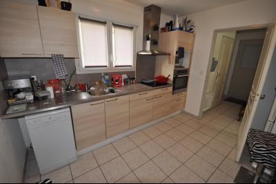 Vue: A VENDRE- Maison 3 chambres - Cuisine, EXCLUSIVITÉ PAU HIPPODROME, Maison récente 3 chambres avec garage.