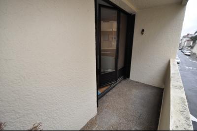 Vue: EXCLUSIVITÉ PAU- T3 avec balcon et cave-Balcon, EXCLUSIVITÉ PAU, T3 à rafraîchir, avec balcon et cave