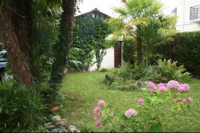 Vue: PAU ALLEE DE MORLAAS, A VENDRE maison 8 pièces de 152 m², jardin, PAU ALLEE DE MORLAAS, A VENDRE maison 8 pièces de 152 m², garages, terrasse et jardin
