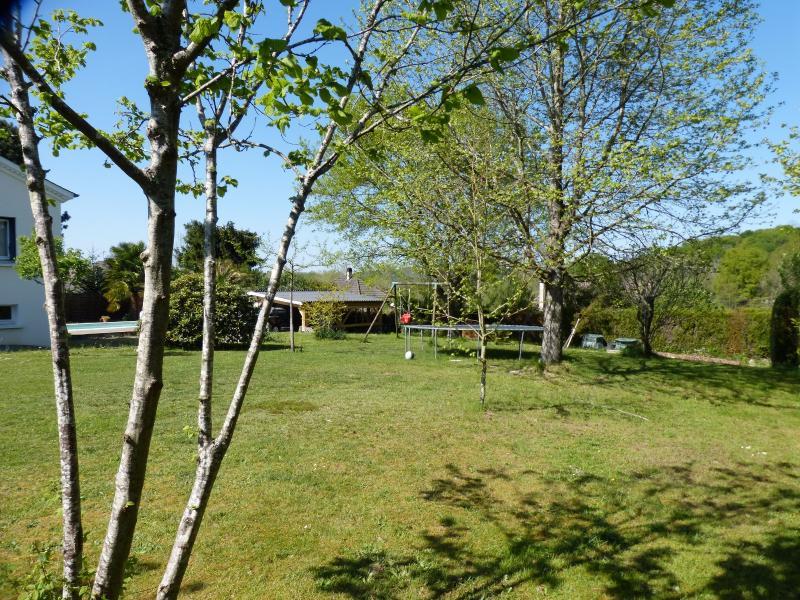 NAY - Vente maison familiale T7 sur beau terrain sans vis à vis, Agence immobilière Libre-Immo dans la région Pyrénées-Atlantiques à Nay et Pau