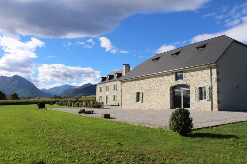 Proche NAY - Vente Ensemble maison béarnaise et grange totalement renovées, Agence immobilière Libre-Immo dans la région Pyrénées-Atlantiques à Nay et Pau