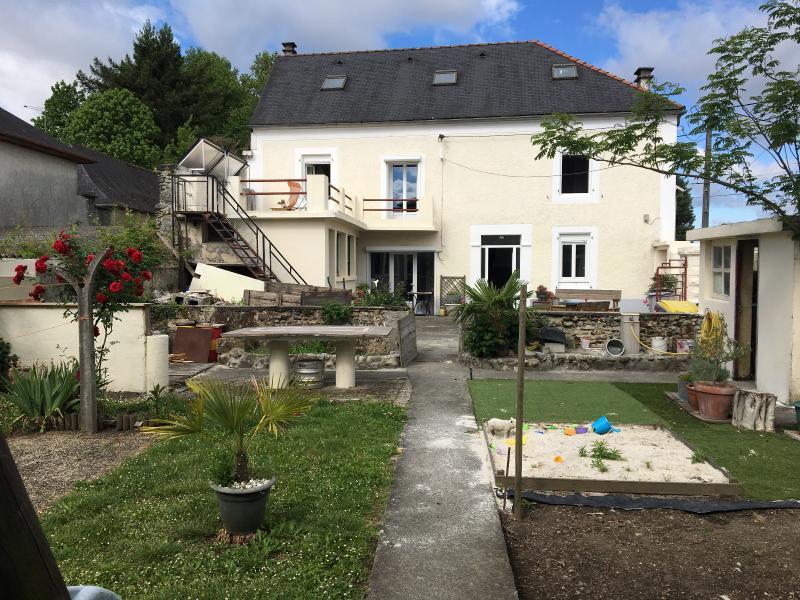 Proche NAY - Vente Ancienne maison de ville rénovée avec 3 chambres, Agence immobilière Libre-Immo dans la région Pyrénées-Atlantiques à Nay et Pau