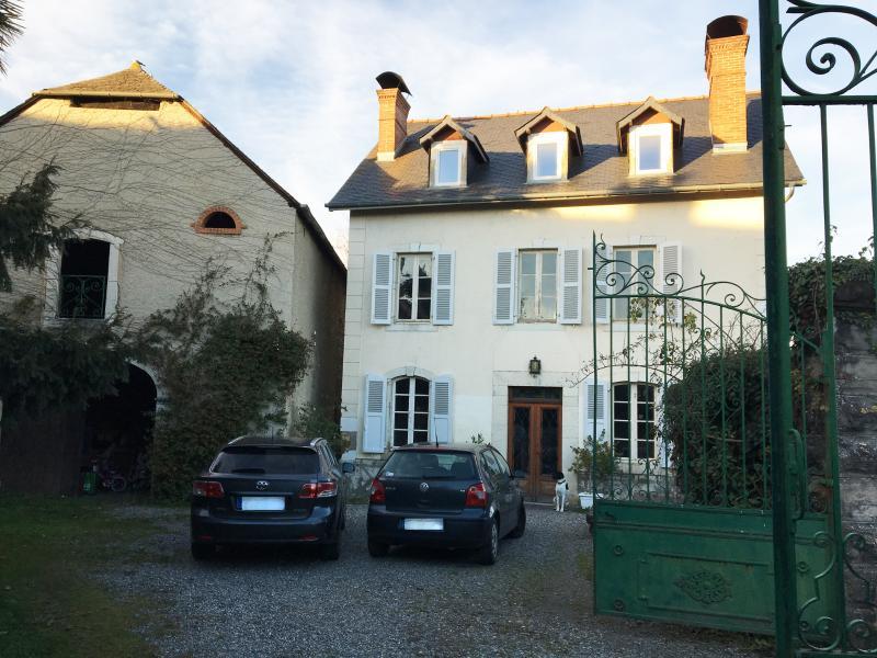 Proche NAY - Vente en exclusivité Maison Béarnaise de 4 chambres avec sa grange, Agence immobilière Libre-Immo dans la région Pyrénées-Atlantiques à Nay et Pau