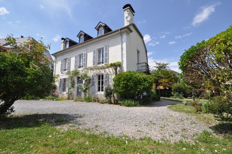 GELOS, Magnifique maison de 257 m² sur 991 m² de terrain, offrant de très belles prestations, Agence immobilière Libre-Immo dans la région Pyrénées-Atlantiques à Nay et Pau