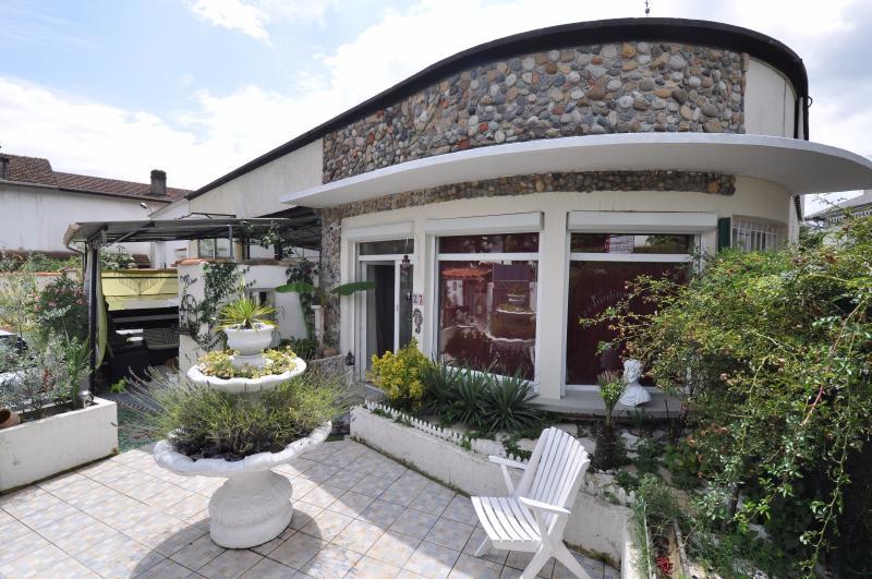PAU BEAUMONT, A VENDRE, Maison 3 chambres avec cour privative et caves., Agence immobilière Libre-Immo dans la région Pyrénées-Atlantiques à Nay et Pau