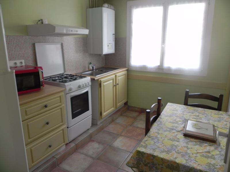 PAU NOTRE DAME, A VENDRE, T3 loué en très bon état, avec cave., Agence immobilière Libre-Immo dans la région Pyrénées-Atlantiques à Nay et Pau