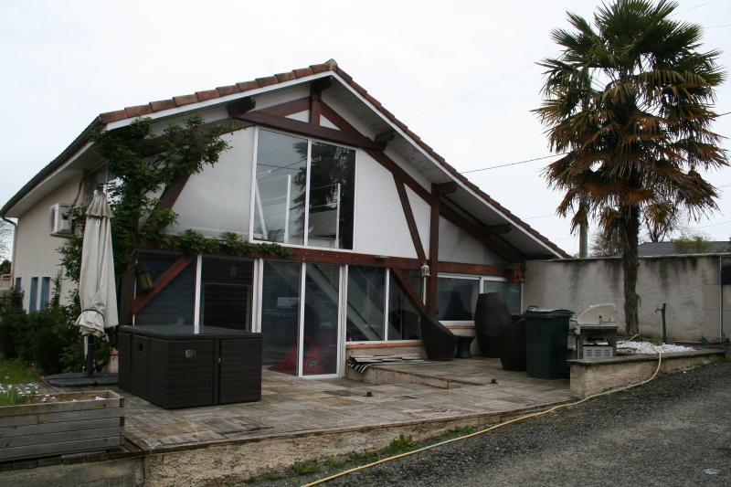 MORLAAS, A VENDRE maison 4 chambres de 158 m² avec piscine et dépendance, Agence immobilière Libre-Immo dans la région Pyrénées-Atlantiques à Nay et Pau