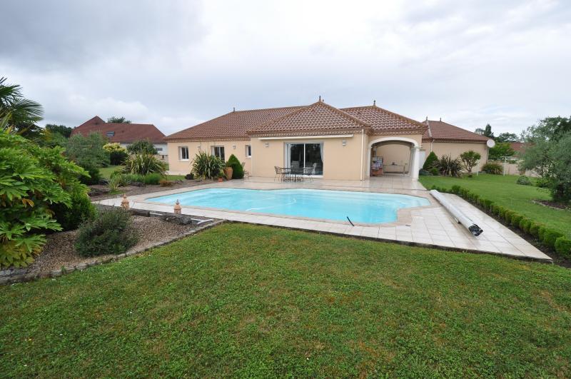 BUROS, A VENDRE, Maison de 163 m² de plain-pied, sur 2 400 m² de terrain avec piscine, Agence immobilière Libre-Immo dans la région Pyrénées-Atlantiques à Nay et Pau