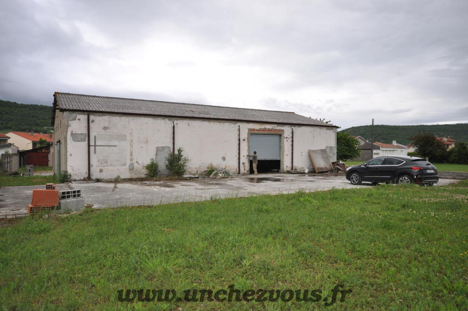 Lavelanet hangar et terrain constructible unchezvous - Maison hangar metallique ...