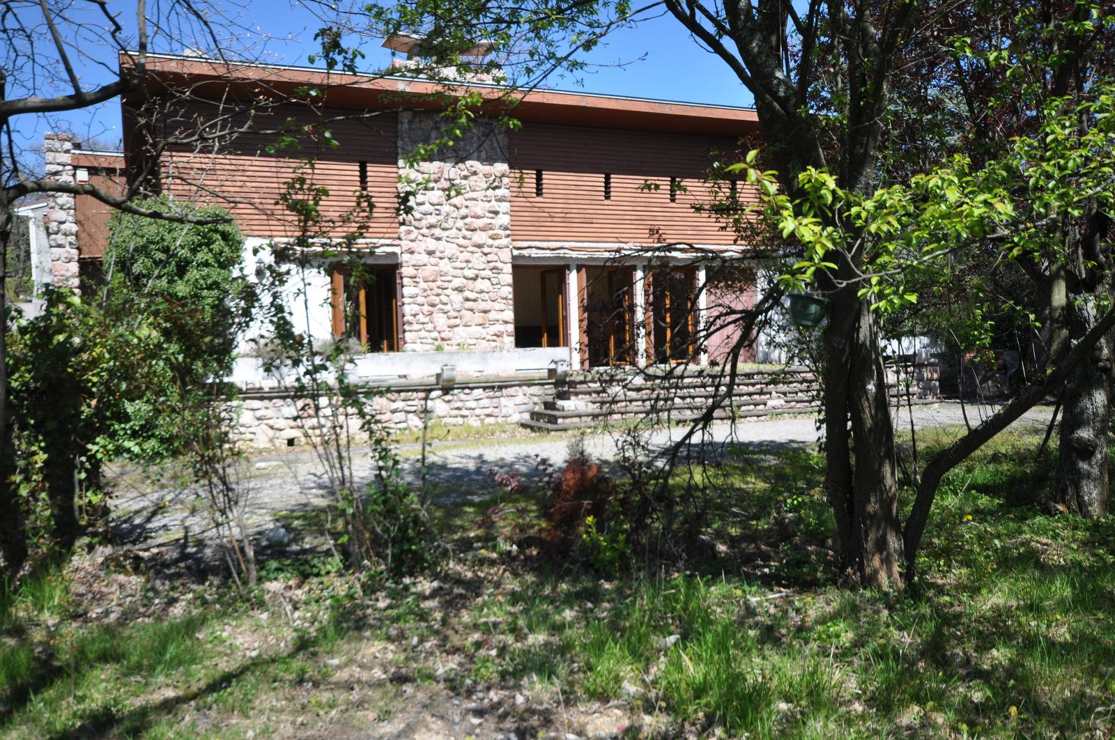 Lavelanet lavelanet maison de plain pied avec piscine for Achat maison plain pied