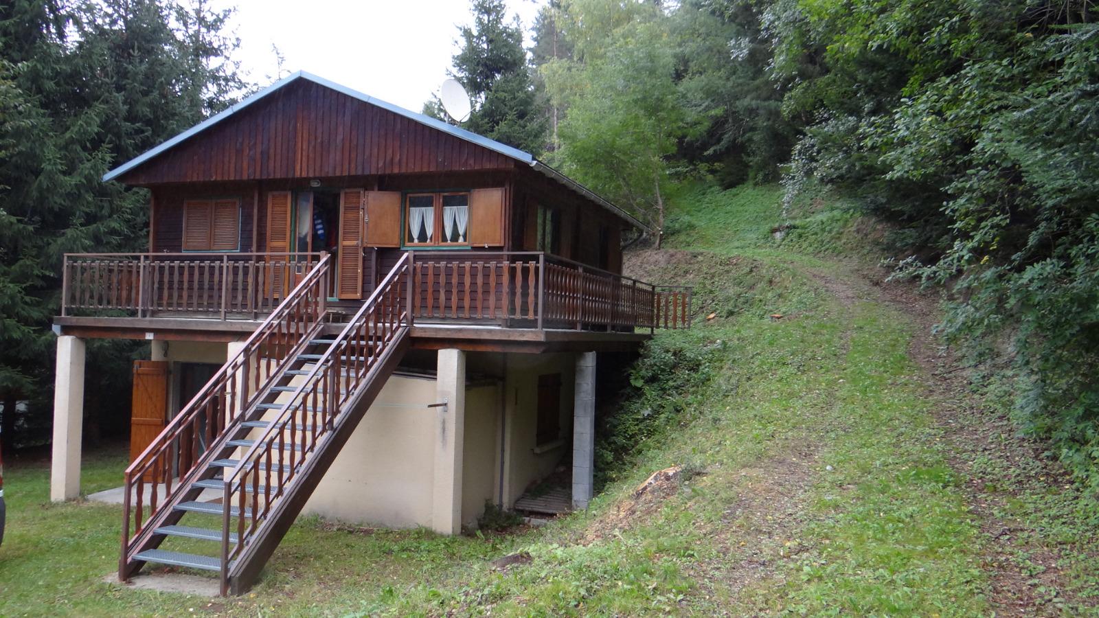 Camurac chalet compose de deux appartements de 47m sur un terrain de 566m e - Station de ski a vendre 1 euro ...