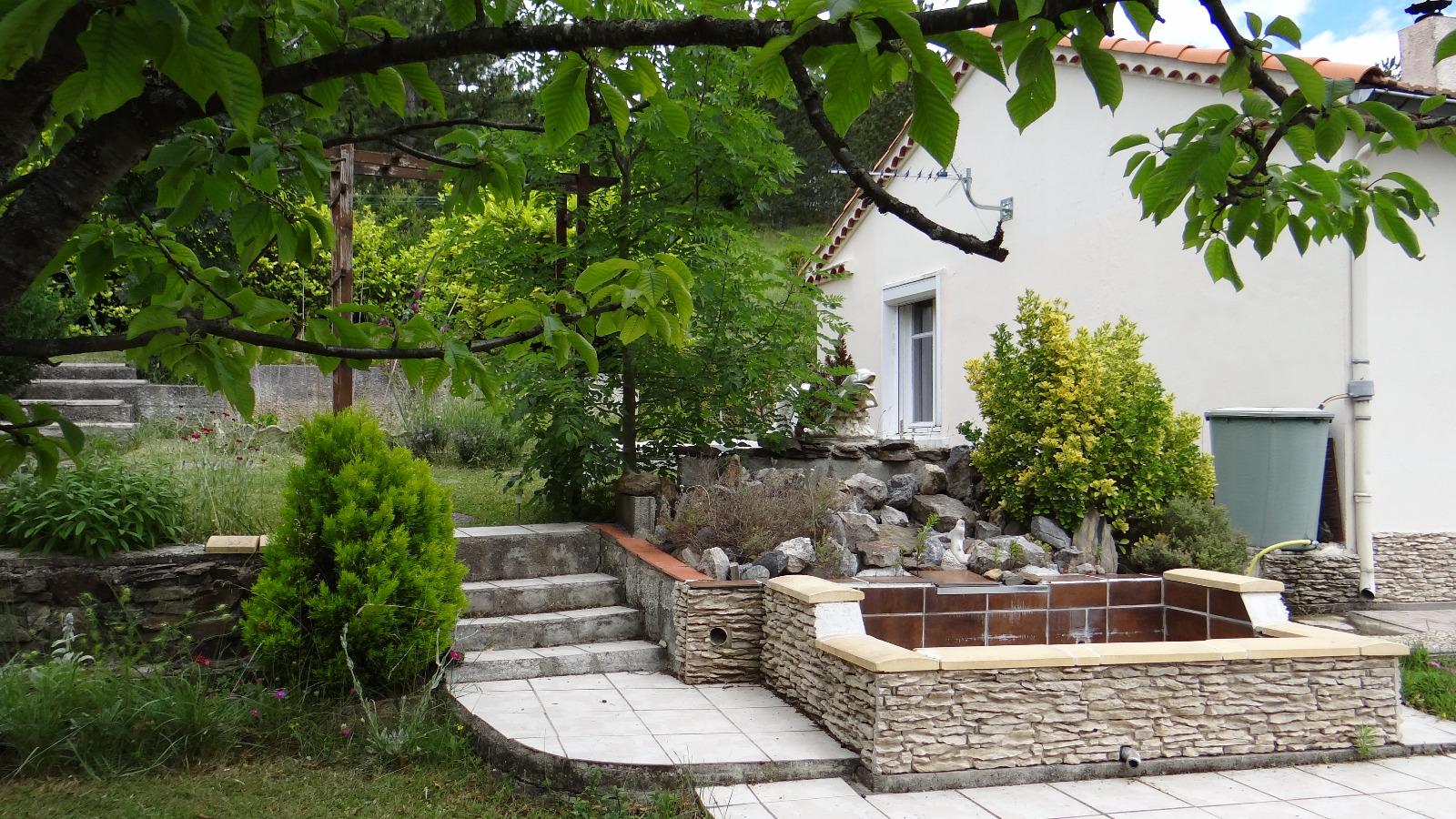 Jardin maison good maison jardin extrieur de la maison for Maison jardin