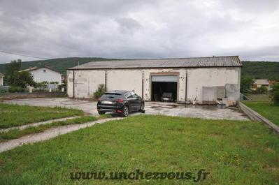 Hangar et terrain constructible