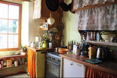 Vue: cuisine, Charmante maison en pierres apparentes