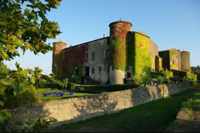 Maison 60 pièce(s)  de 1340 m² env. , Agence Immobilière UnChezVous, dans les départements de l'Ariège et de l'Aude
