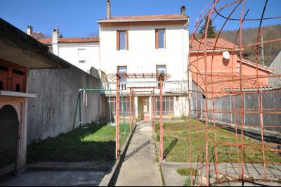 Grande maison avec jardin � rafraichir sur Lavelanet en Ari�ge, Agence Immobilière UnChezVous, dans les départements de l'Ariège et de l'Aude