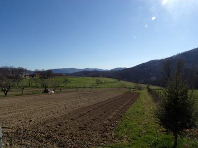 Terrain constructible de 2000m2 dans un environnement naturel privilégié.