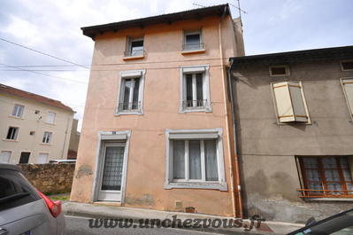 Vue: facade, Lavelanet, maison rénovée de 100 m² environ