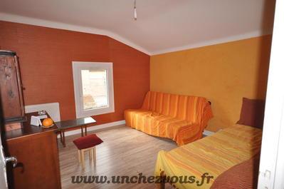 Vue: chambre au deuxième étage, Lavelanet, maison rénovée de 100 m² environ