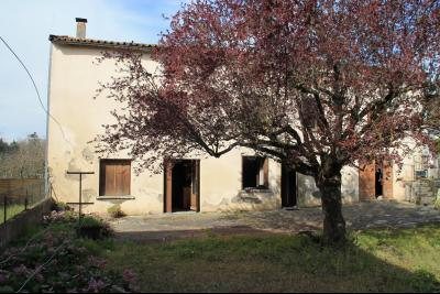 Vue: facade, a vendre, en Ariege, grande maison a renover