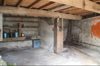 Vue: porte du garage, a vendre, en Ariege, grande maison a renover