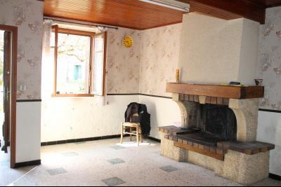 Vue: cuisine, a vendre, en Ariege, grande maison a renover