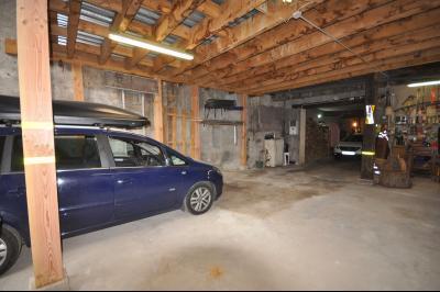 Vue: Garage, maison de ville avec grande terrasse