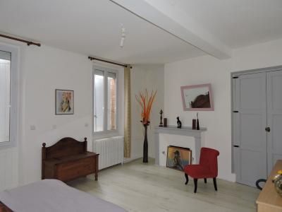 Pamiers, maison de ville r�nov�e avec garage, Agence Immobilière UnChezVous, dans les départements de l'Ariège et de l'Aude