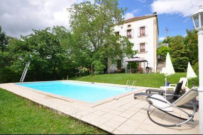Grande maison avec piscine ext�rieure, sur terrain d'environ 1 030 m�., Agence Immobilière UnChezVous, dans les départements de l'Ariège et de l'Aude