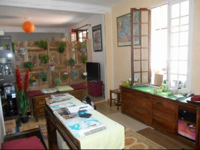 Lavelanet, proche du centre ville, maison de plain pied à vendre.