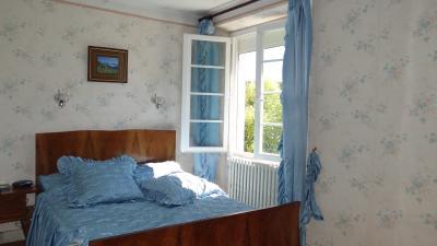 a vendre maison individuelle de 4 chambres avec jardin  à Lavelanet en Arierge.