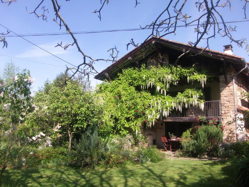 A vendre, tr�s jolie ferme r�nov�e, �cologique, proche de la Bastide de S�rou, sur 7200m�