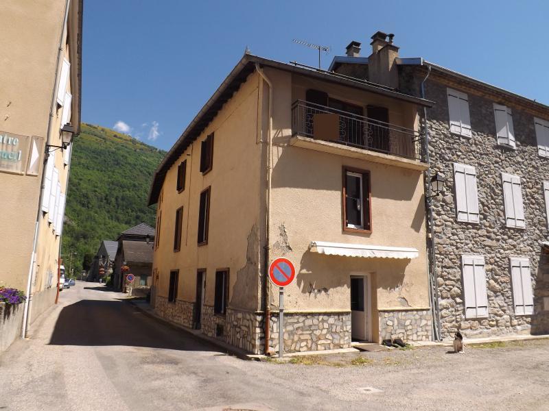 Maison de village avec vue sur les montagnes, proche de Auzat.