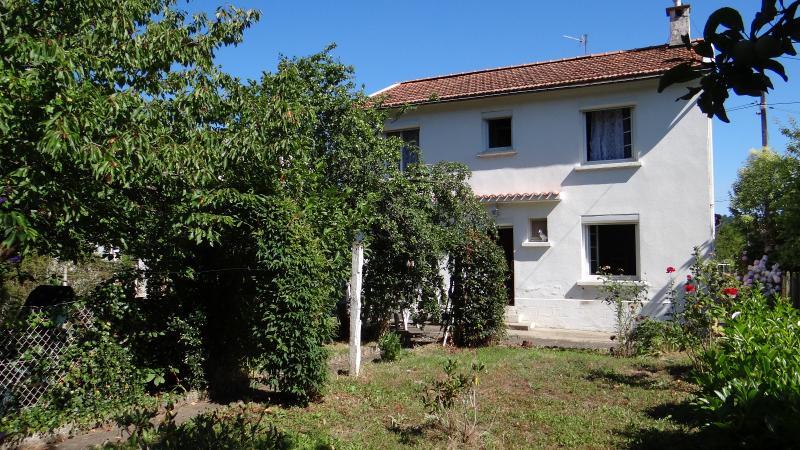 a vendre maison individuelle de 4 chambres avec jardin  � Lavelanet en Arierge.