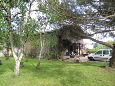Vue: c�t� gauche de la maison, Maison Saint Girons, proche centre ville