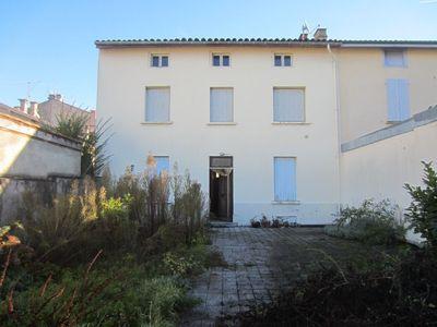 Exclusivit�, Maison de ville centre de Saint-Girons avec terrain