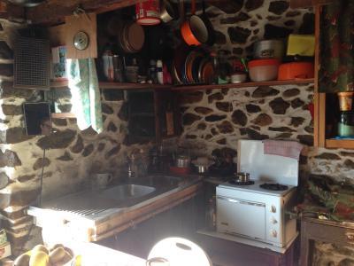 Vue: Cuisine , Grange habitable en montagne acc�s p�destre uniquement