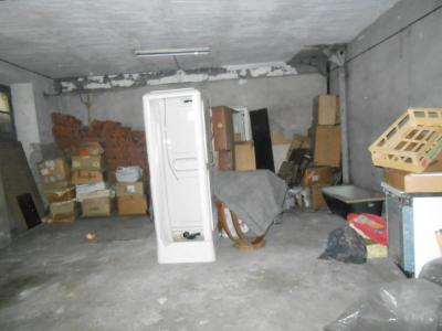 Vue: garage, MAISON DE VILLE AVEC GARAGE ET COUR