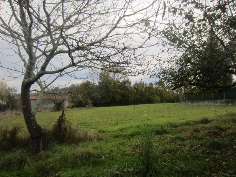 Terrain constructible avec maison � Prat Bonrepaux