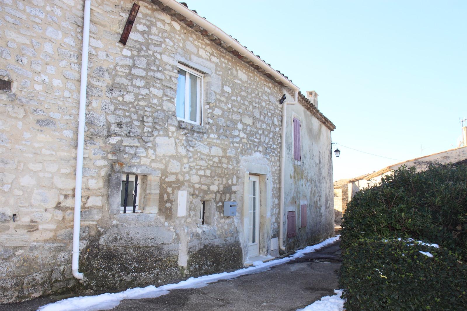 Maison de village murs dans le luberon avec 3 chambres for Achat maison luberon