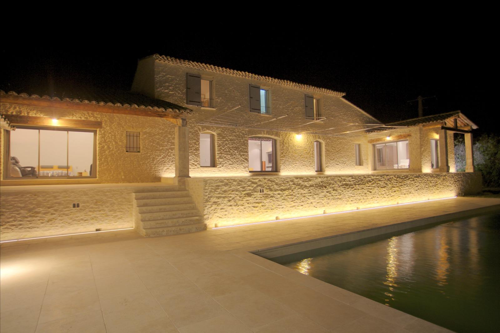 Villa de luxe vendre sur gordes 4 chambres piscine for A vendre villa de luxe