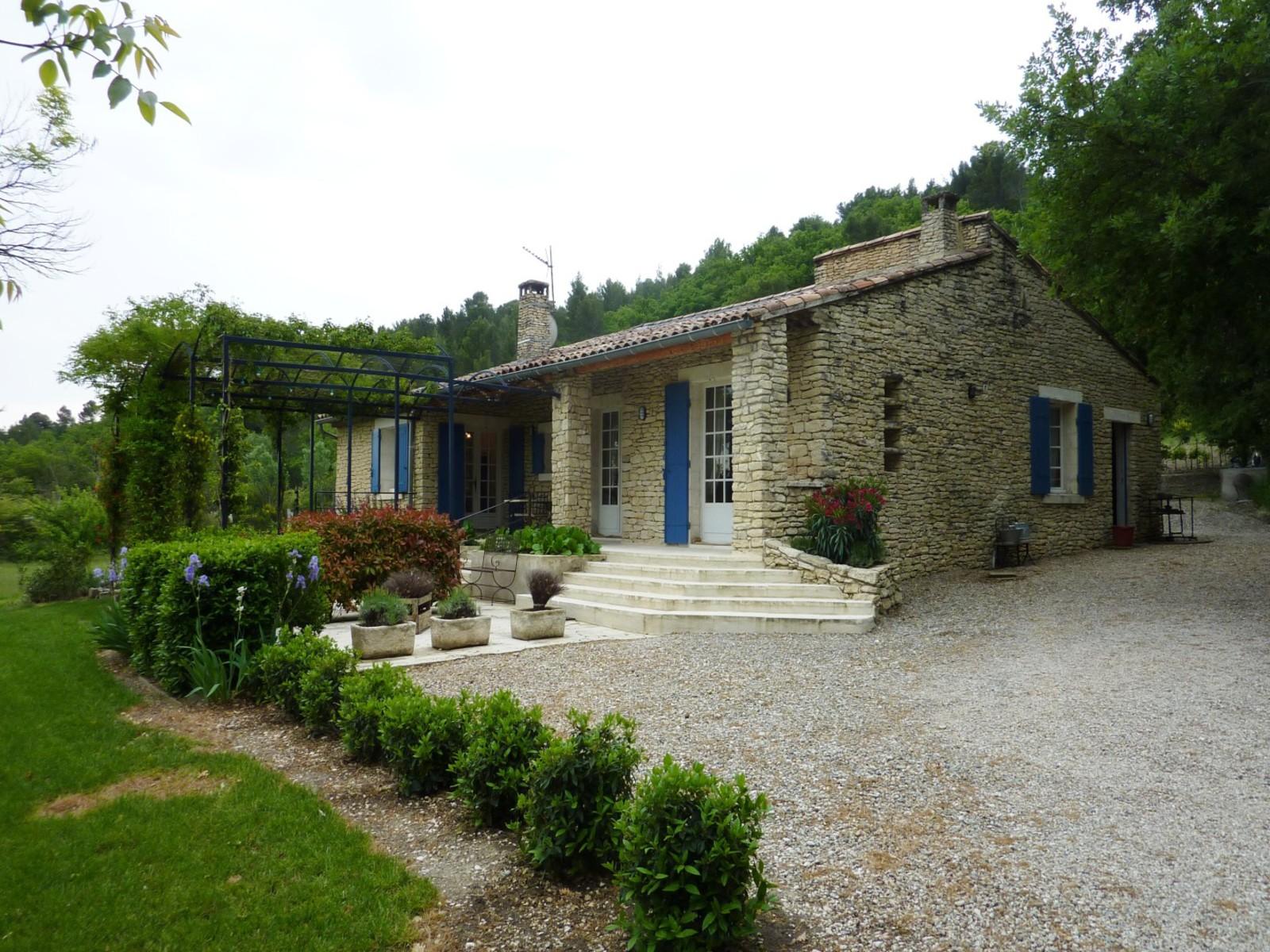 Villa en pierres vendre a gordes avec 3chambres piscine for Achat maison gordes