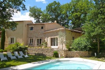 Location Saisonnière, Villa de 4 chambres à goult, piscine et jardin Goult