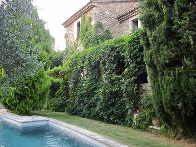 Location Saisonnière au coeur du village de Maubec, 3 chambres, piscine Maubec